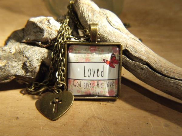 80104975 Halskjede Retro Style - Loved (God Gives His Love)