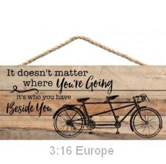 HSA 0154 Veggdekor - It Doesn't Matter Where You Are Going It's Who You Have Beside You (25 x 11 cm)